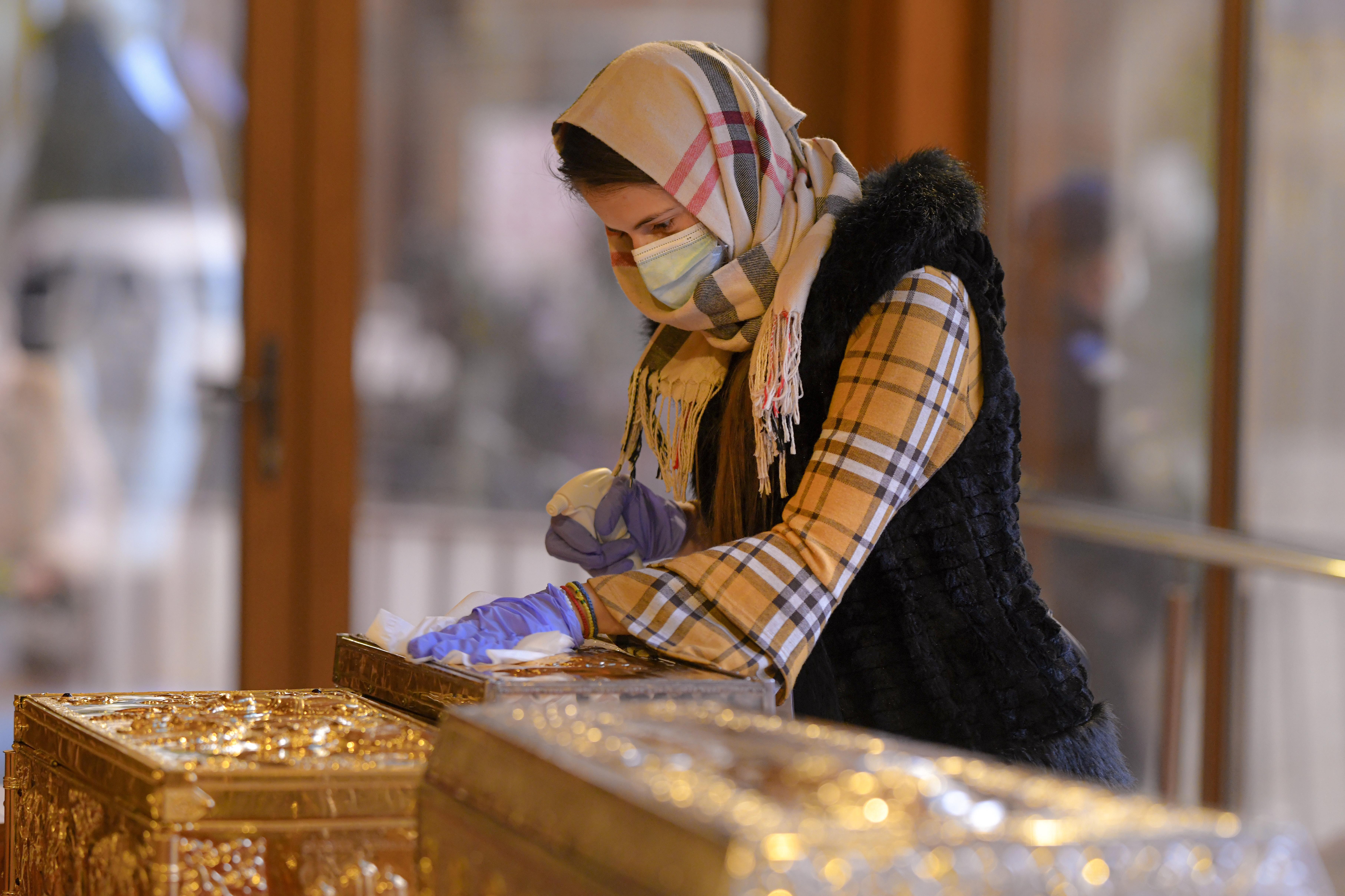 Cum este organizat pelerinajul la Peștera Sfântului Andrei. Polițiștii și jandarmii au împânzit zona
