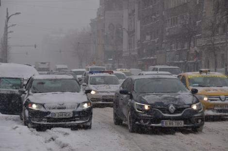 Ninge ca în povești. Cum se circulă pe drumurile din România la prima zăpadă