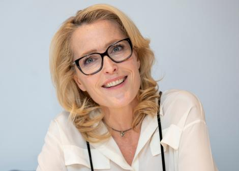 """O mai știi pe Scully din """"Dosarele X""""? Actrița Gillian Anderson e de nerecunoscut la 52 de ani"""