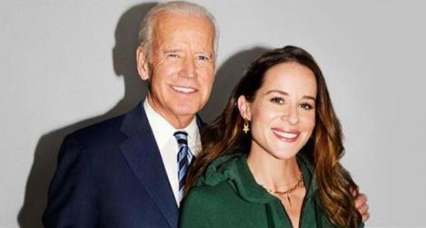 Joe Biden alături de fiica sa, Ashley Biden. Noul președinte american este îmbrăcat într-un costum albastru, iar fiica lui într-un hanorac verde.