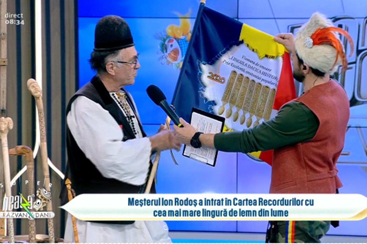 Români cu care ne mândrim în Cartea Recordurilor. Meșterul Ion Rodoș a realizat cea mai mare lingură de lemn din lume