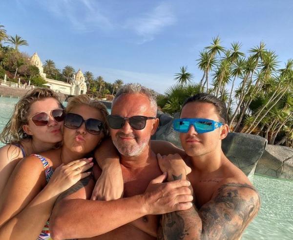 Mario Fresh si familia sa, selfie in vacanta