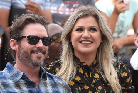 Kelly Clarkson, fotografiat alaturi de Brandon, fostul ei sot