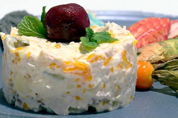 Salată fructată cu piept de curcan și maioneză