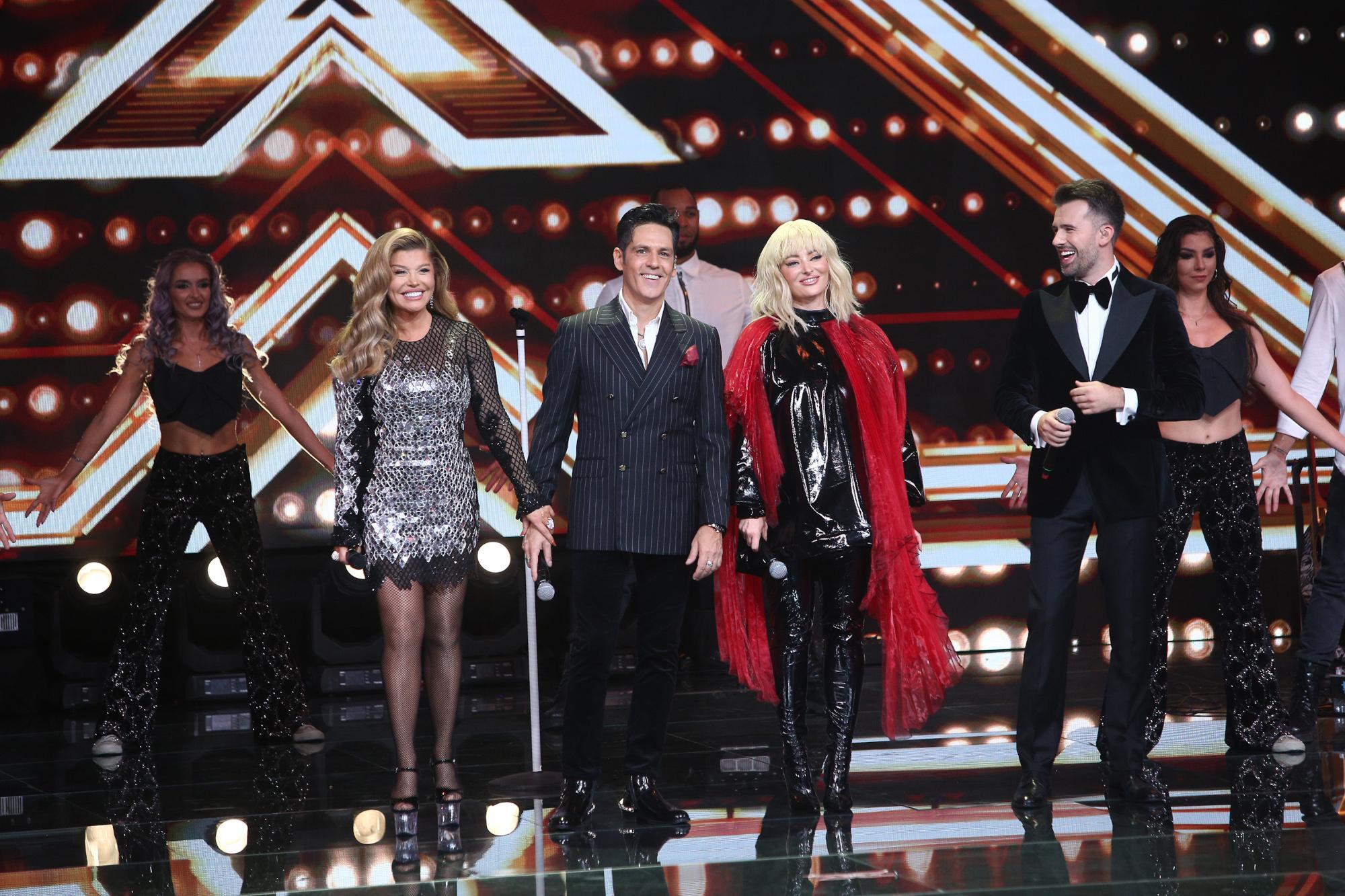Finala X Factor 2020. Jurații au deschis seara cu un show de senzație. Ce ținute au purtat Delia, Loredana, Bănică și Ristei