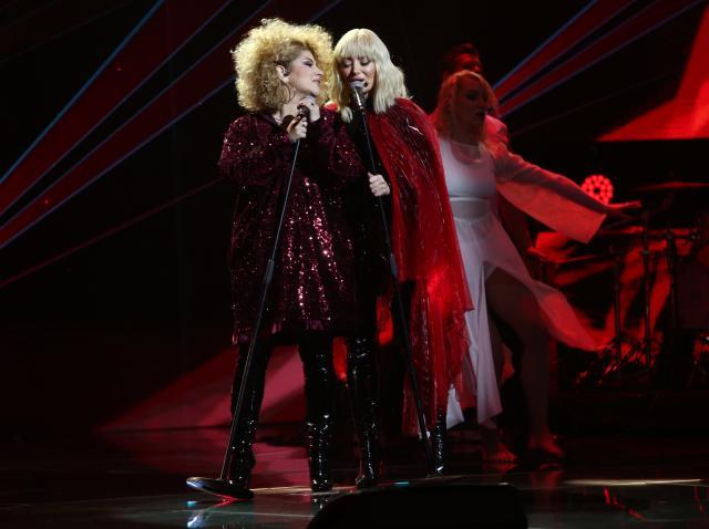 Sonia Mosca, cântând pe scena X Factor 2020 alături de Delia