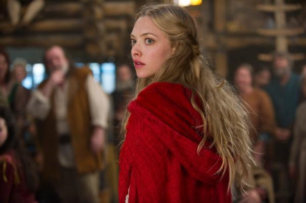 """Amanda Seyfried pe platoul de filmare a filmului """"Red Riding Hood"""""""