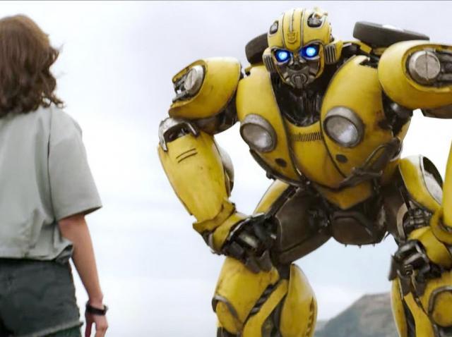 bumblebee, in timp ce vorbeste cu vocea lui dylan o brien in filmul ce-i poarta numele