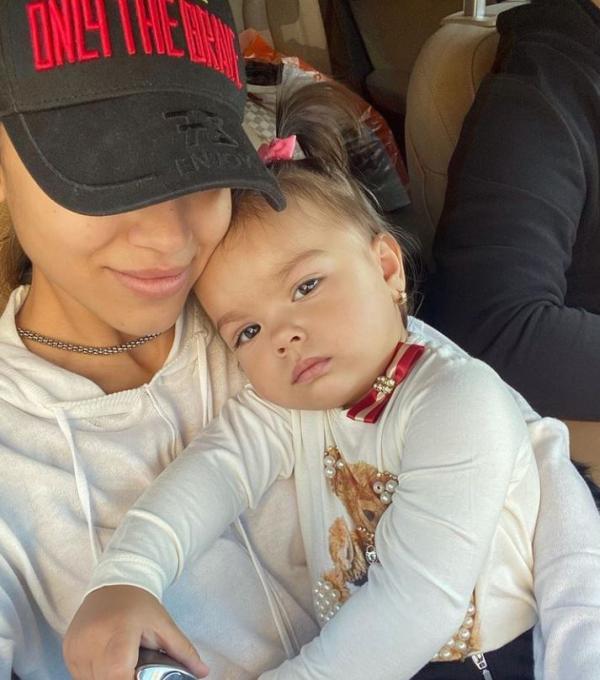 Reacția fanilor când au văzut cea mai recentă poză cu fetița lui Karmen. Cât de frumoasă e nepoata lui Adrian Minune