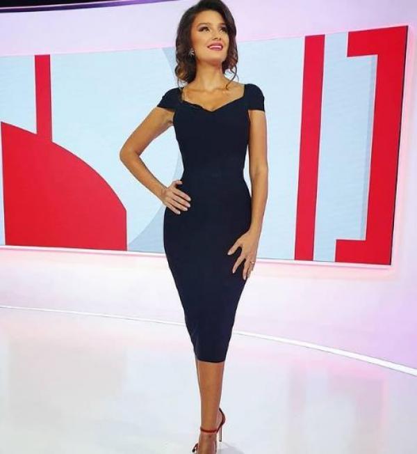 Olivia Păunescu, într-o rochie mulată, la Observator