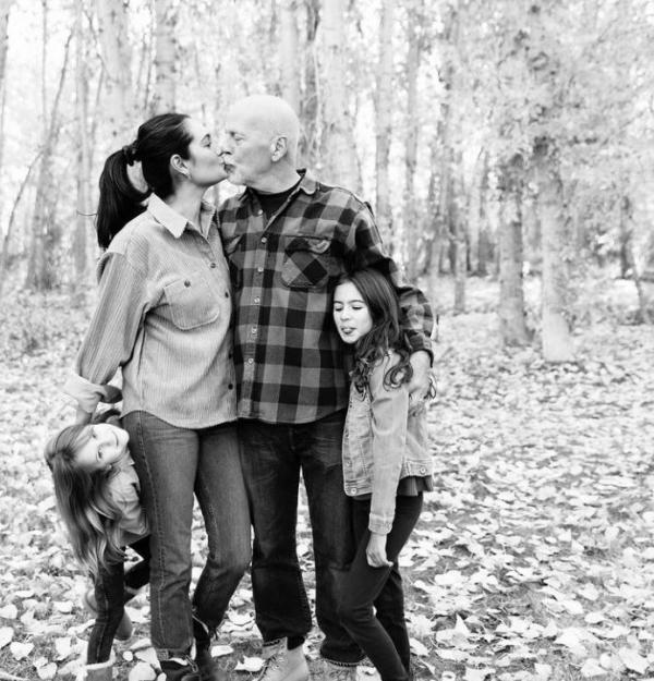 Imagini înduioşătoare cu familia lui Bruce Willis. Cum arată cele două fiice și soția actorului