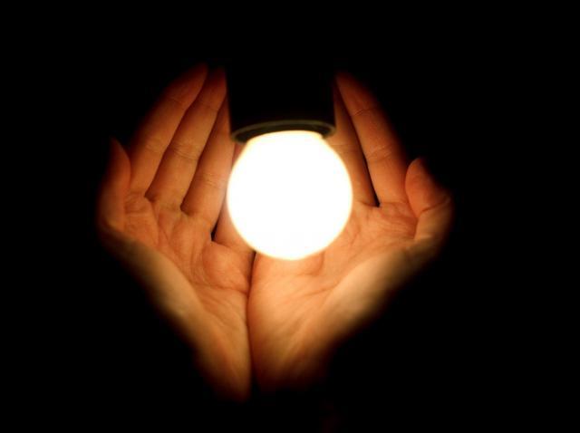 5 obiceiuri care te ajută să economisești energie electrică