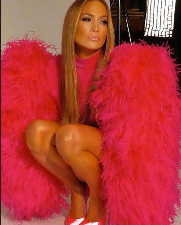 Jennifer Lopez, în postura de înger gol pentru cel mai nou videoclip. Cum a îndrăznit să se lase filmată la 51 de ani