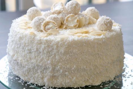 Rețetă de tort Raffaello și bomboane Raffaello, cu mult cocos și migdale