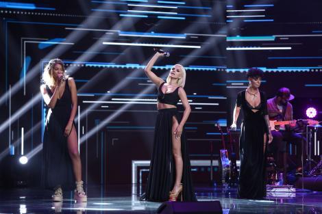"""X Factor 3 decembrie 2020. Trupa Rainbow Queens a făcut senzație pe scenă cu piesa """"God Is A Woman"""" în Bootcamp"""