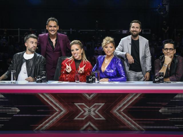 Jurații X Factor 2020, alături de Răzvan și Dani sunt asezași la pupitrul de jurizare, în Bootcamp