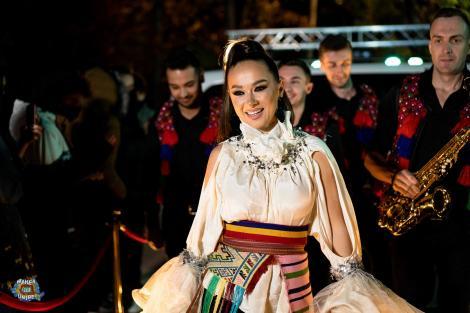 Ce forme ascunde Vlăduța Lupău sub hainele tradiționale! Poza la care au reacționat imediat fanii