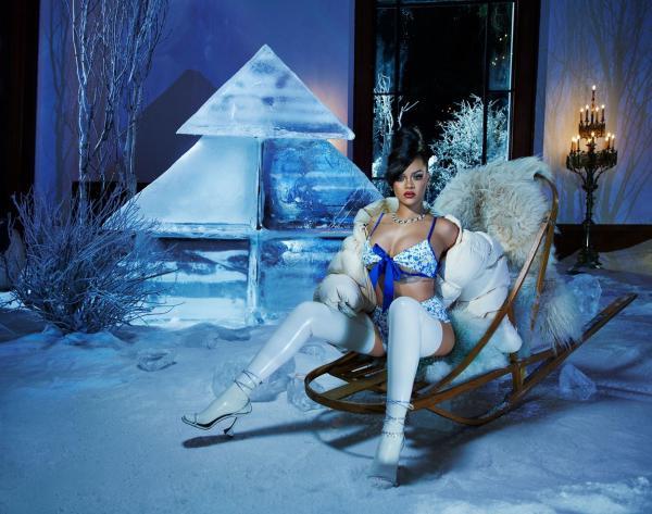 Rihanna în lenjerie intimă