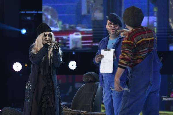 Elena Udrea, Daniel Buzdugan si Razvan Popescu, moment de actorie la revelionul 2021 cu dan negru