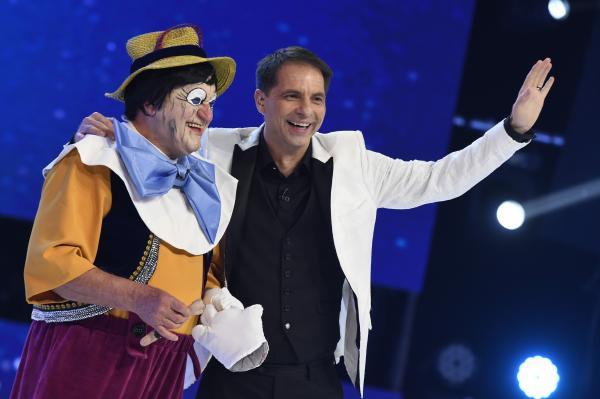 Pinocchio, jucat de Dorel Visan, si Dan Negru la Revelionul Starurilor 2021