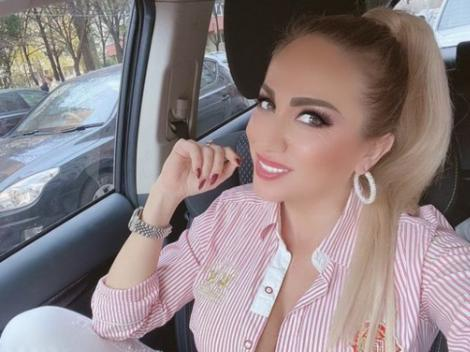 Rocsana Marcu, selfie din mașină. Fotografie realizată în 2019