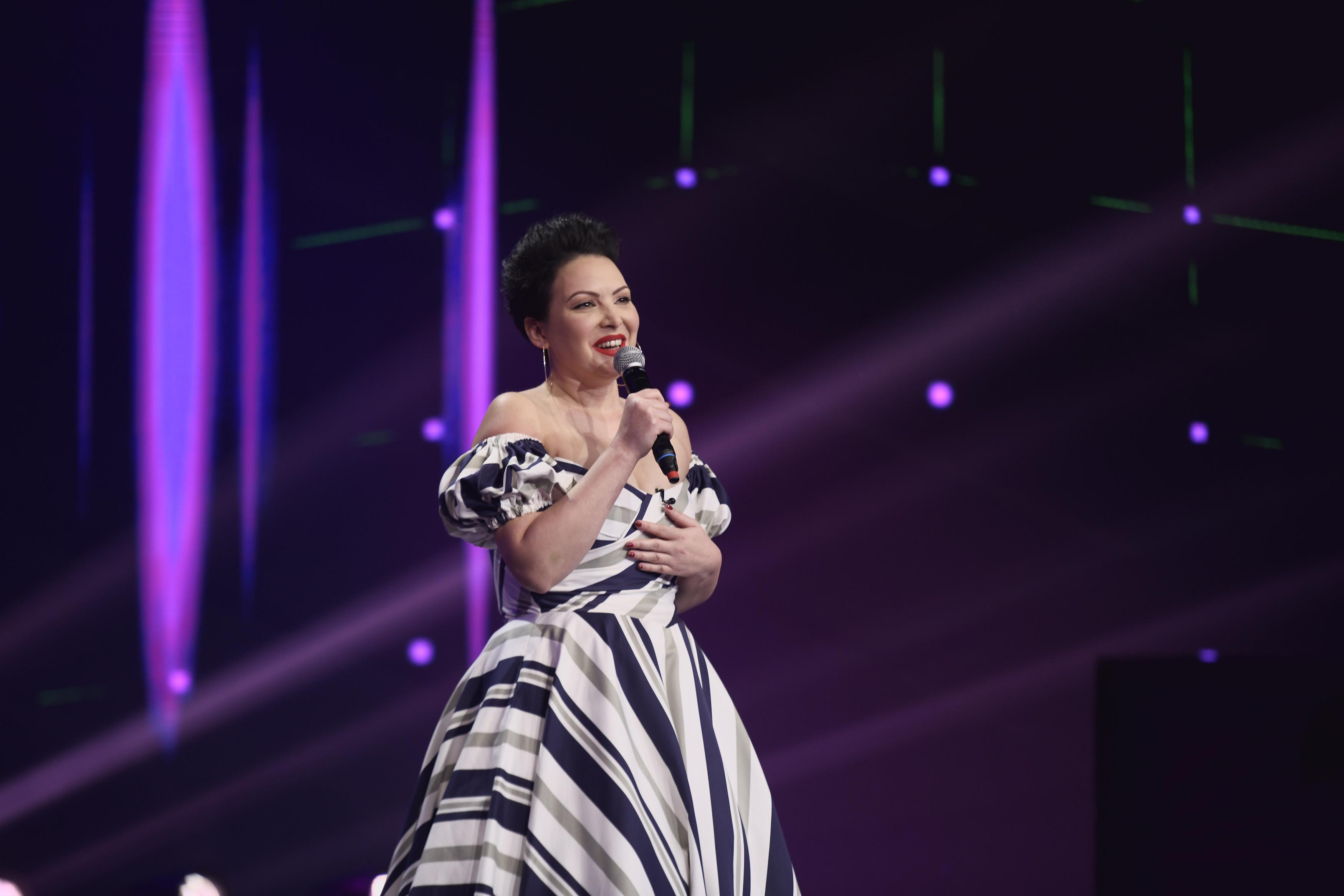 iUmor 2020, Semifinala. Ela Voineag i-a făcut să râdă pe jurați cu glumele despre viața de femeie singură