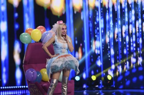 Mirela Didei, înconjurată de baloane pe scena iUmor