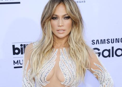 J.Lo pe covorul rosu la premiile Billboard