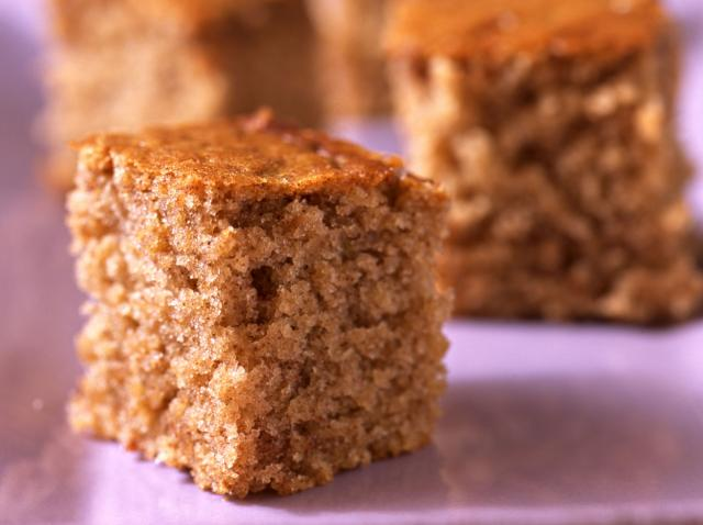 Prăjitură cu blat de turtă dulce