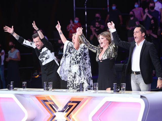 Jurații X Factor, la masa juriului, încântați d eprestația unui concurent