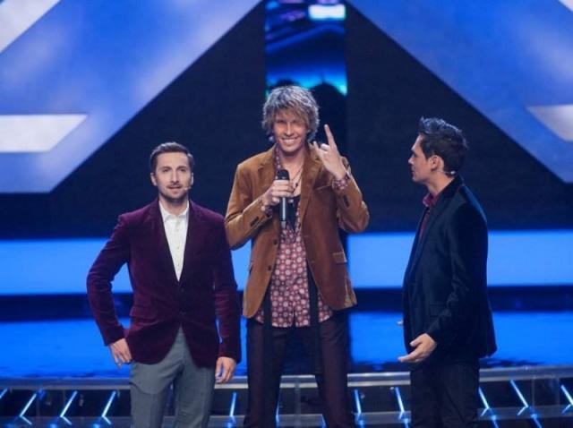 Tudor Turcu, pe scena X Factor 2012, alături de prezentatorii Răzvan și Dani