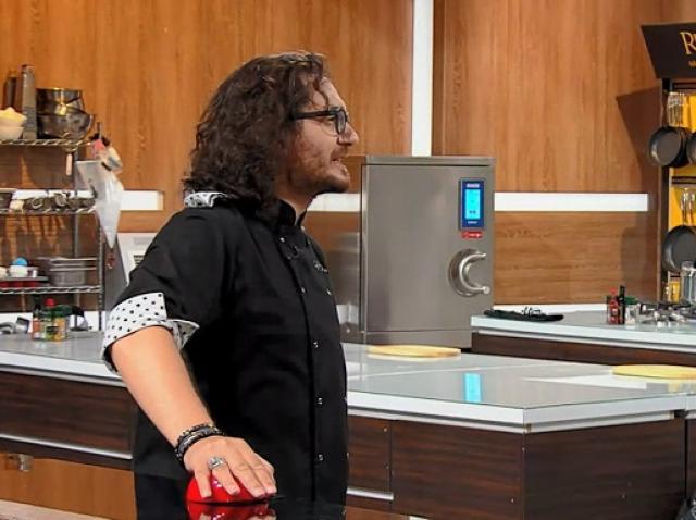 """Florin Dumitrescu a folosit a treia amuletă în ediția 41 din sezonul 8 """"Chefi la cuțite"""""""
