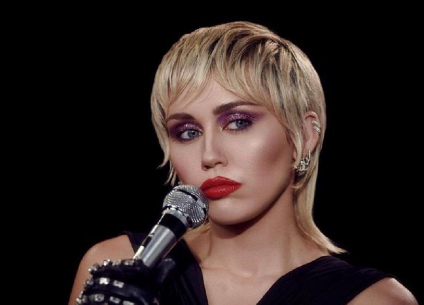 Miley Cyrus are 74 de tatuaje pe corp
