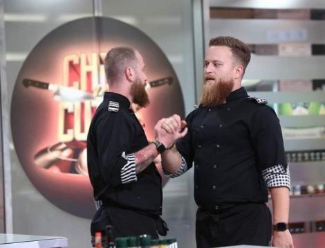 Silviu Costan si robert Vasiliu pe platoul de filmare Chefi la cutite.
