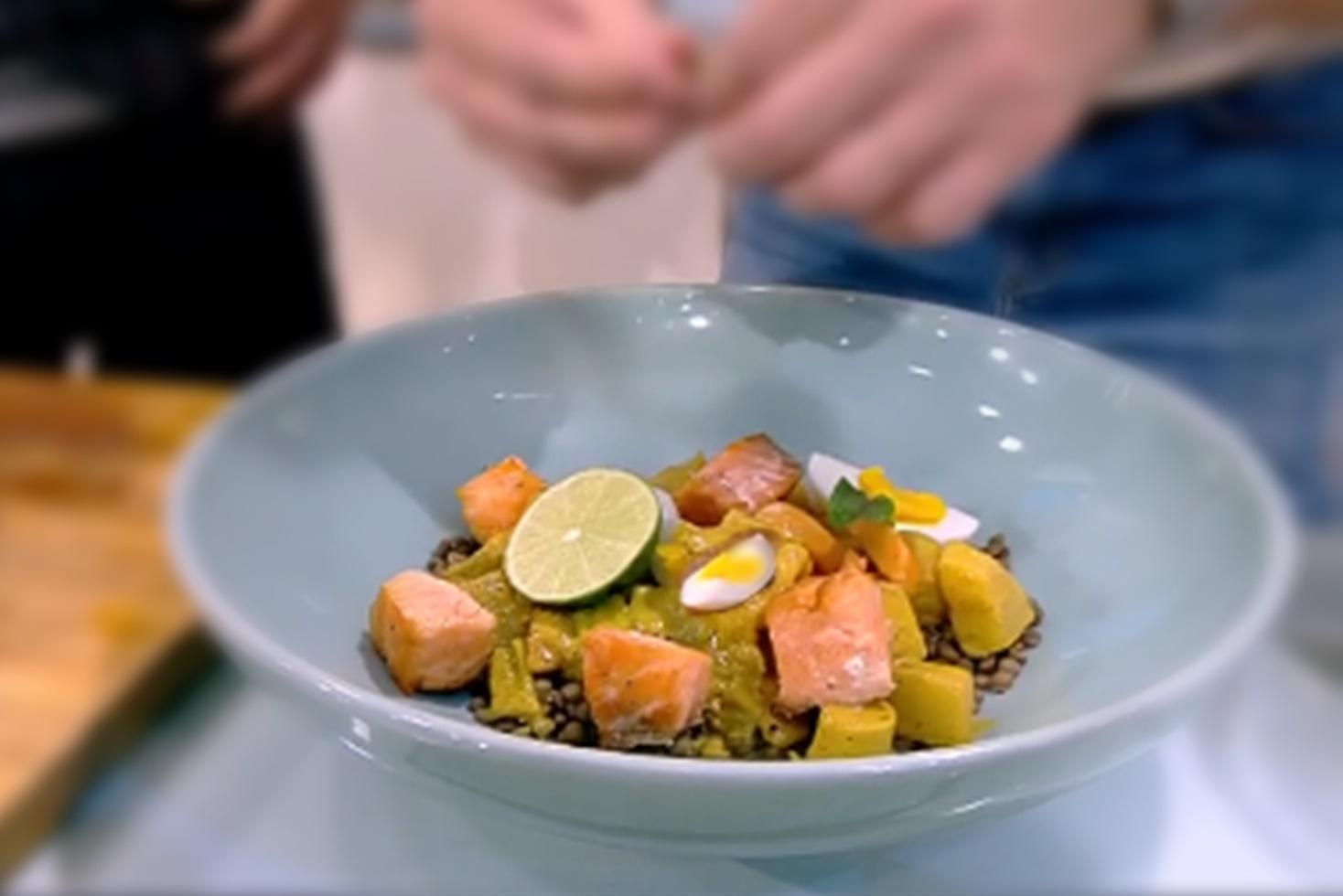 Rețetă de somon cu linte și curry cu legume, preparată de Nicolai Tand la Neatza cu Răzvan și Dani