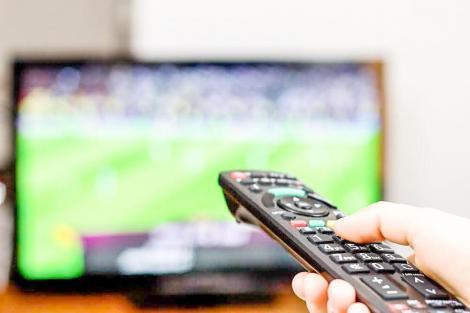 Românii sunt mari consumatori de televiziune. Noile generații fac tranziția către ecranul smartphone-ului