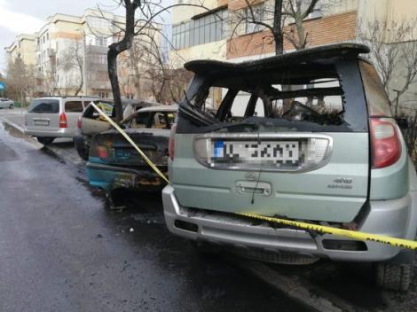 Incendiu puternic pe o stradă din Craiova.Patru maşini au ars