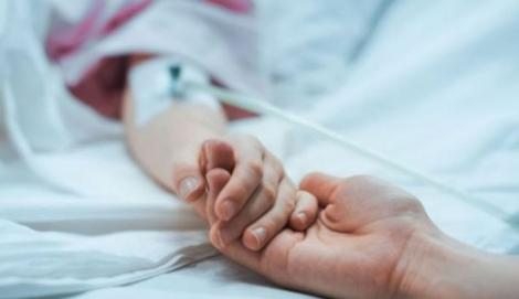 Copilul de patru ani, anesteziat ilegal, a murit. Inima i s-a oprit după ce a intrat în moarte cerebrală