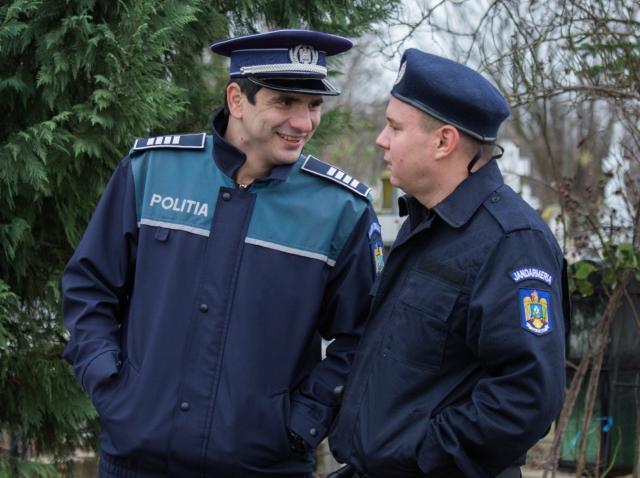 """Alex Bogdan, interpretul polițistului Sică, din Mangalița, are acasă două """"fetițe"""":  """"Sunt independente, puternice și extrem de iubitoare"""""""