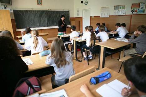 Noutăți în Educație. Profesorii ar putea fi plătiți extra de către părinți, pentru a sta peste ore, la școală