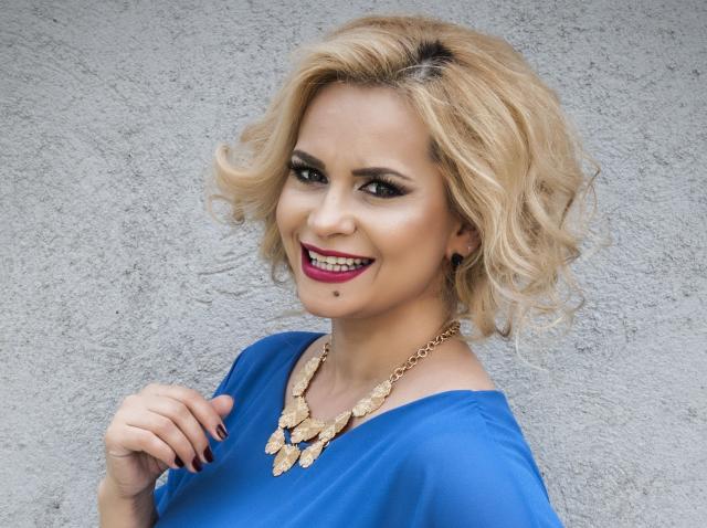 """Paula Chirilă a revenit la marea ei dragoste, actoria! Actrița a spus """"DA"""" provocării de a interpreata un persoanj care nu îi seamănă deloc în noul sezon Mangalița din 22 februarie"""