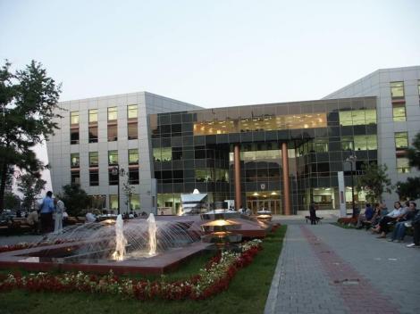 Amenințare cu bombă la clădirea unei Primării de Sector din București. Poliţiştii şi echipa pirotehnică a Brigăzii Antitero a SRI fac verificări