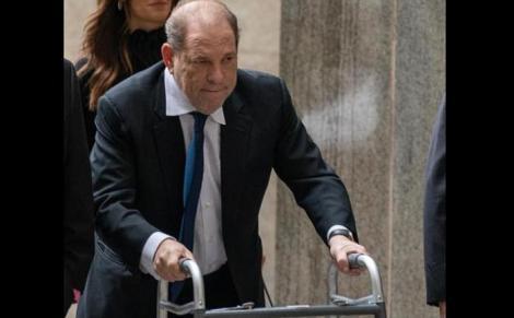 """Weinstein, uimit de verdict: """"Sunt nevinovat"""". Fostul mogul de la Hollywood, dus la spital după ce a acuzat dureri la nivelul pieptului"""