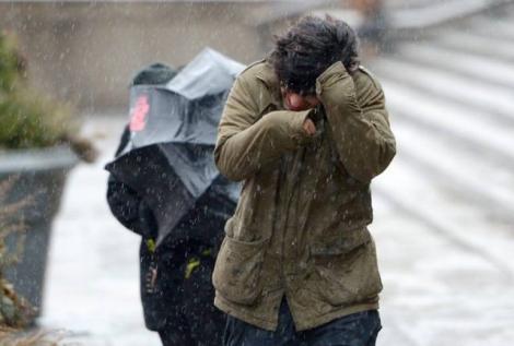 Vremea se înrăutățește. Peste 25 de județe din țară, sub cod galben de vânt, în următoarele ore
