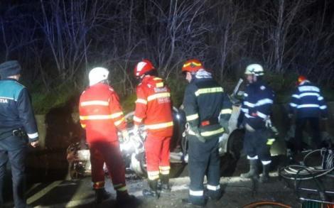 Accident cumplit în Olt. Patru tineri au murit pe loc, după ce șoferul a pierdut controlul volanului și a intrat într-un TIR