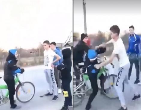 Elev din Dolj, filmat când este bătut cu pumnii și cu picioarele! Imagini cu puternic impact emoțional | VIDEO