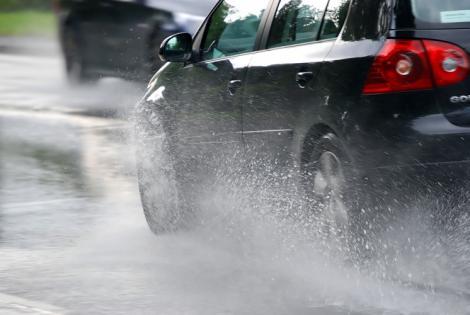 Atenție, ȘOFERI! Pericol de acvaplanare pe Autostrada Deva-Nădlac