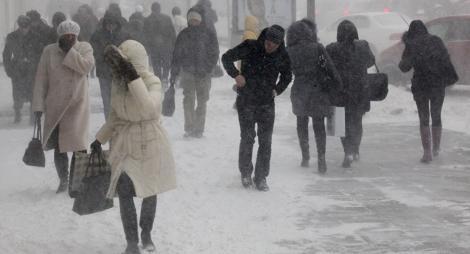 Vânt puternic și ninsori, în București, în următoarele ore. Temperaturile scad sub zero grade și se va depune un strat de zăpadă