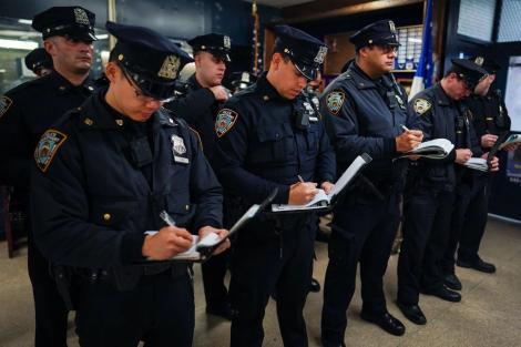 N.Y.P.D. înlocuieşte agendele poliţiştilor cu o aplicaţie de iPhone
