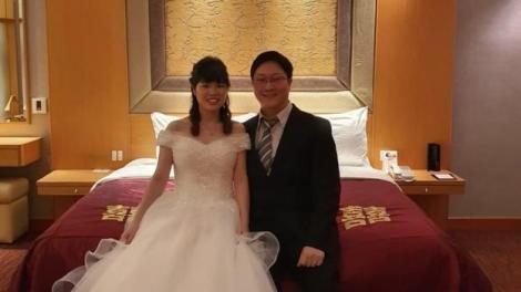 Au avut o nuntă ca-n povești, doar că au participat la ea de la distanță, de teama coronavirusului. Povestea mirilor care au petrecut online